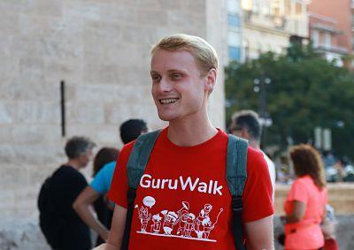Bernard Sury doing a tour in Valencia as a tour guide for GuruWalk.