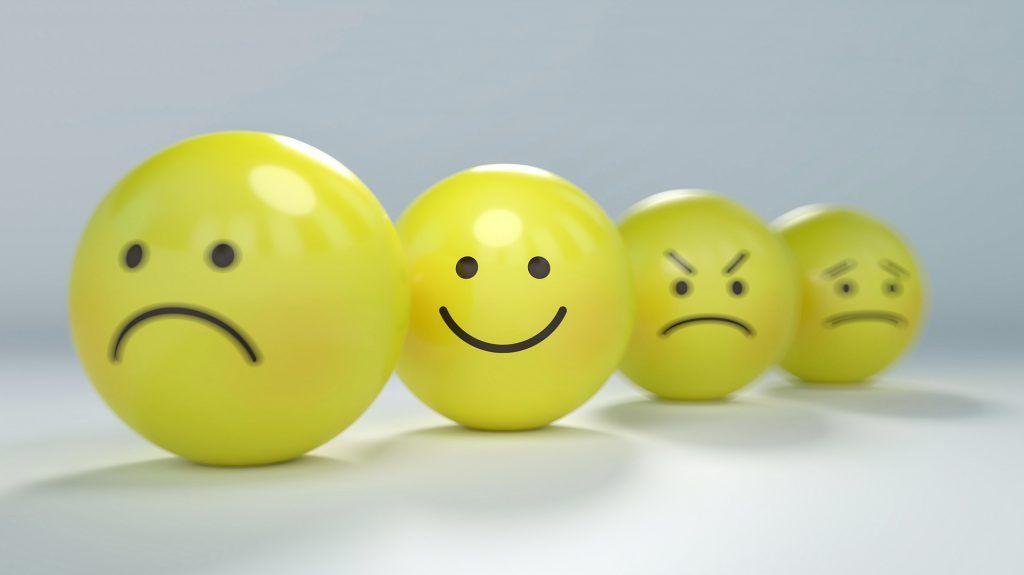 Bolas-caras-emociones-sonrisa