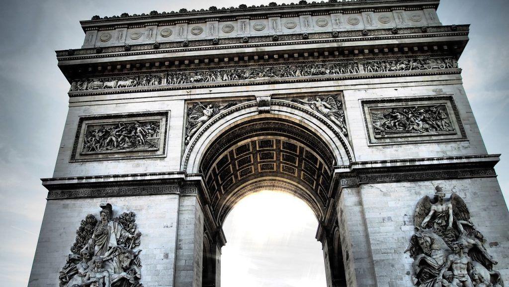 Arco del Triunfo, París lugares imprescindibles que visitar