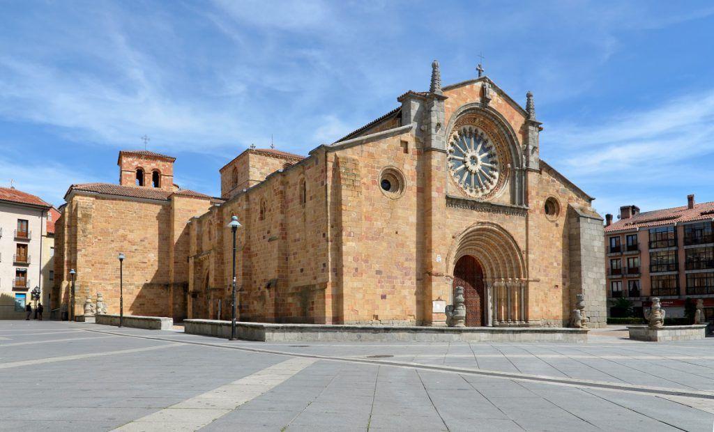 Iglesia de San Pedro y Plaza de Santa Teresa de Jesús, Ávila