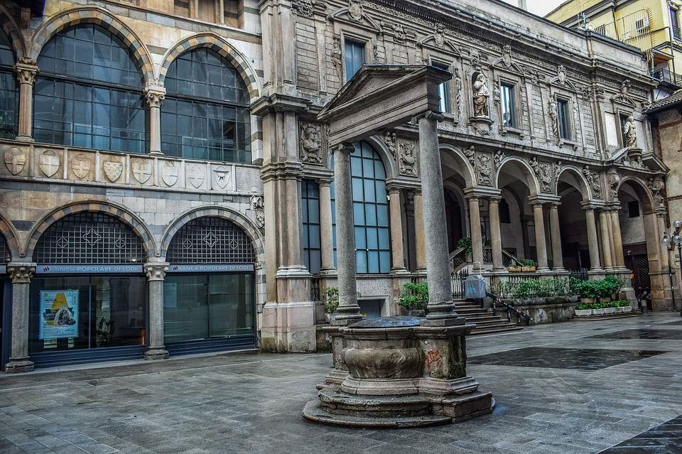 Piazza Mercanti, Milán