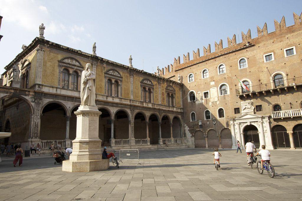 Piazza Signori, Verona