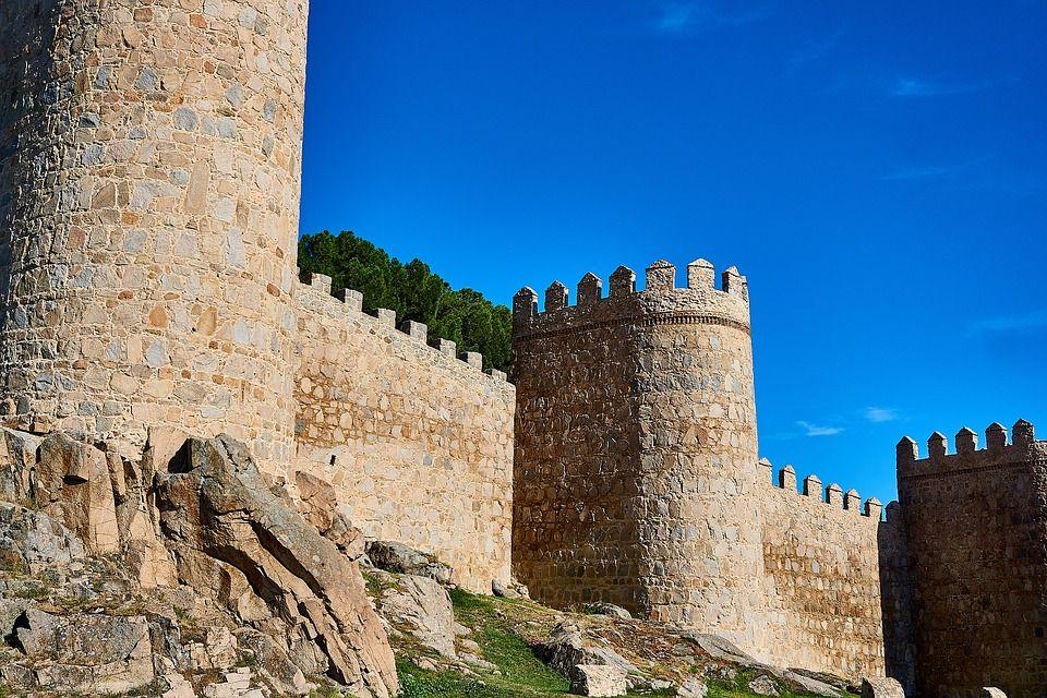 Top lugares imprescindibles que visitar en Ávila Muralla