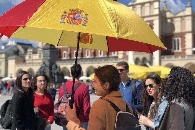 Guía de free tour de GuruWalk en el punto de encuentro en Cracovia.
