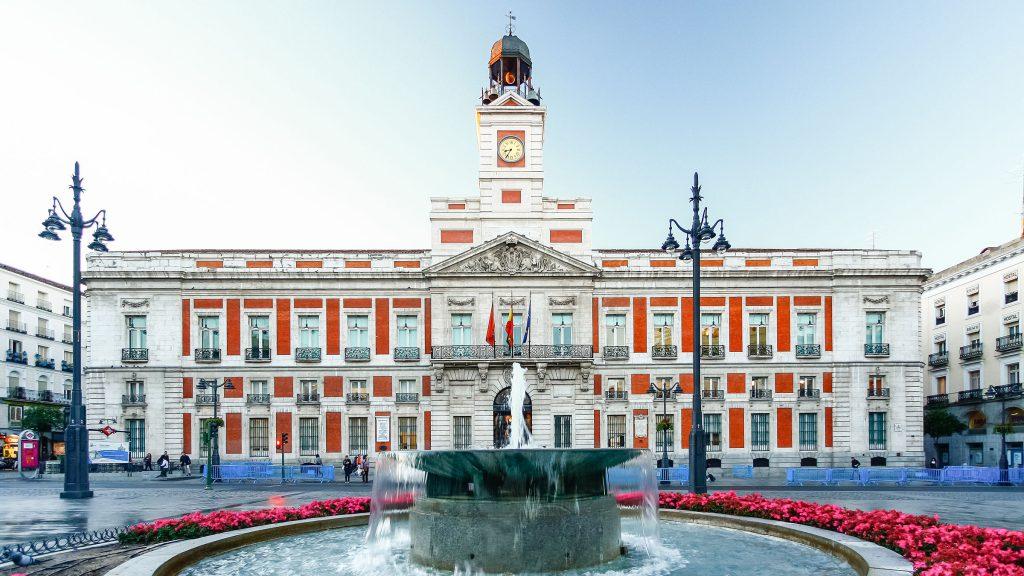 Fuente en la Puerta del Sol, qué ver en Madrid