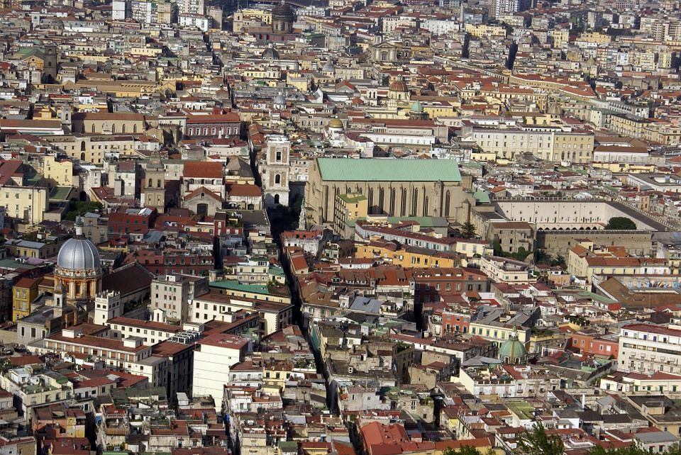 Spaccanapoli, Nápoles
