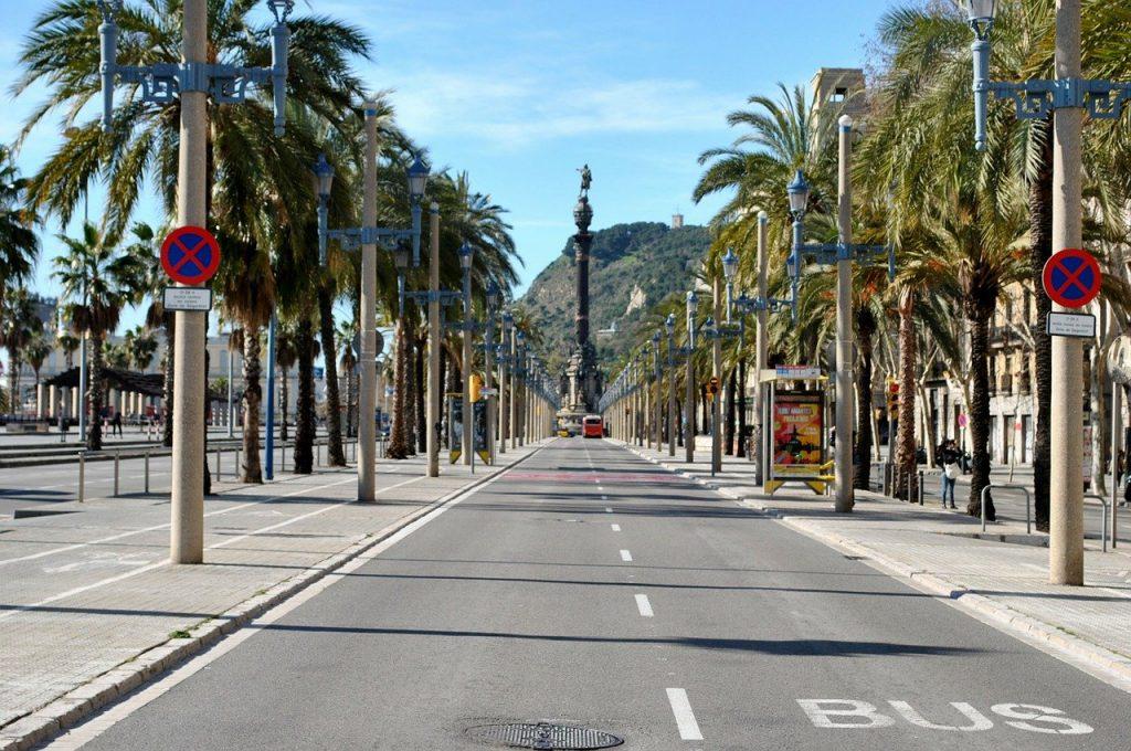 Viajar a Barcelona en avión, en barco, en tren, en autobús o en coche