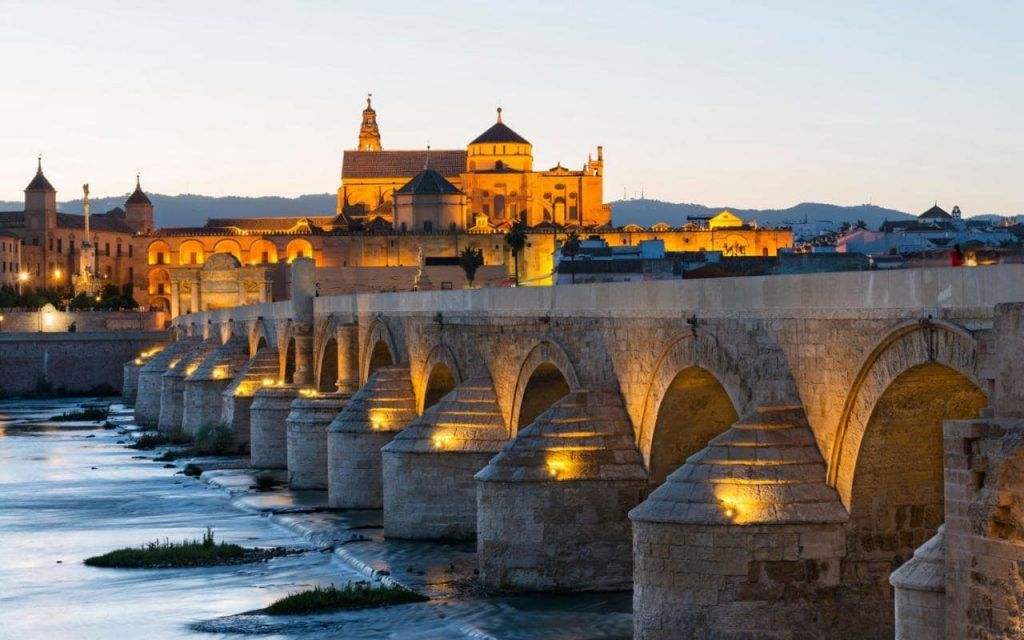 Cómo llegar a Córdoba en avión, tren, coche, autobús, España