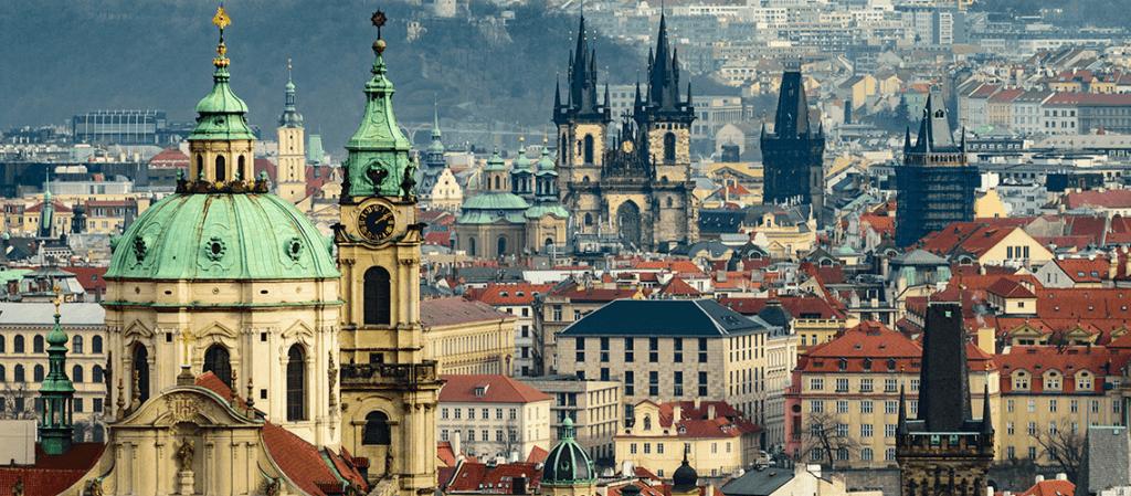 ¿Cómo llegar al centro de Praga desde el aeropuerto?