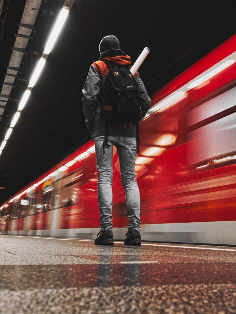 muchacho en el metro de londres