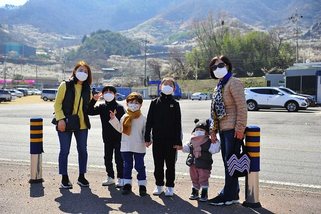 Chinese family traveling with face masks.